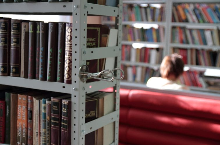 Как книги целыми библиотеками
